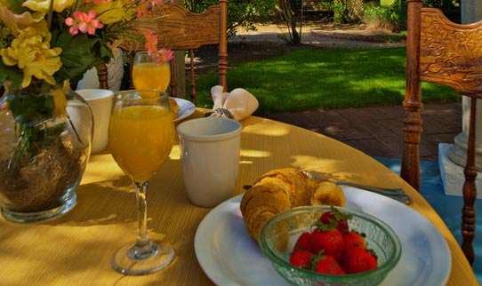Complimentary Full Champagne Breakfast Shady Oaks Country Inn