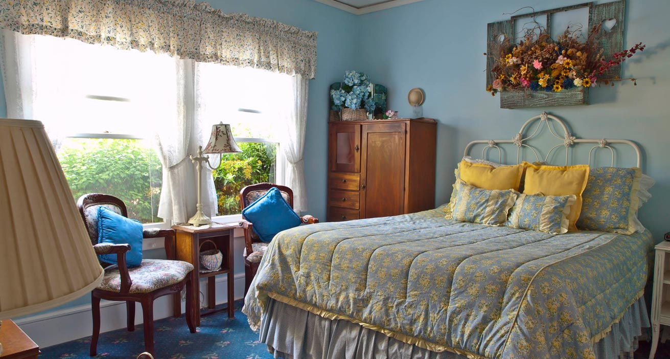 Blue Bed and Room in Napa Valley at a Bed and Breakfast