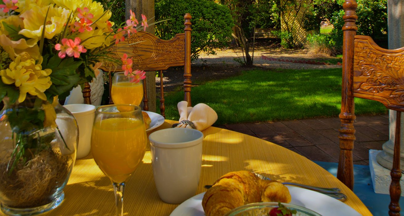Breakfast at Shady Oaks Inn Bed and Breakfast in Napa Valley